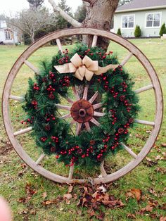 Gorgeous Cheap Front Yard Decorating with Wagon Wheel – Outdoor Christmas Lights House Decorations Western Christmas Decorations, Xmas Decorations, Garden Decorations, Christmas Lights, Christmas Time, Christmas Wreaths, Merry Christmas, Cowboy Christmas, Country Christmas