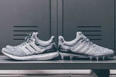 Today is a day of two big firsts for adidas, as the brand unveils the first-ever silver colored Boost cushioning as well as the Ultra Boost cleat. The silver-colored midsole appears for the first time on the adidas Ultra Boost … Continue reading → Adidas Ultra Boost Silver, Calçados Adidas, Tênis De Corrida Adidas