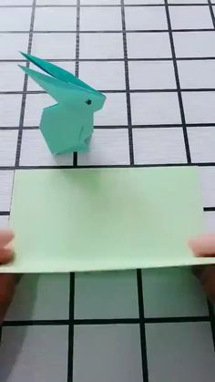 Zelfstudie DIY Origami Rabbit Video 😄 Origami Simple, Instruções Origami, Origami And Kirigami, Paper Crafts Origami, Origami Flowers, Diy Paper, Origami Videos, Diy Crafts Hacks, Diy Crafts For Gifts