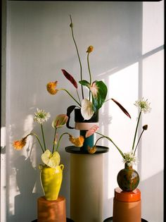 Indoor plants ideas · in the floral artist matagalan's feed, artfully balanced ceramic totems and ikebana-inspired botanicals Arte Floral, Arreglos Ikebana, Deco Retro, Turbulence Deco, Flower Vases, Cactus Flower, Indoor Plants, Indoor Garden, House Plants