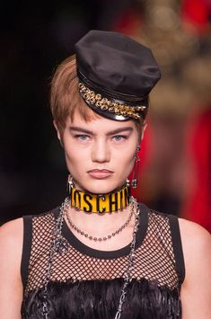 Moschino at Milan Fashion Week Spring 2018 - Details Runway Photos