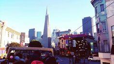 Mirada de San Francisco, California, desde el bus de 2 pisos