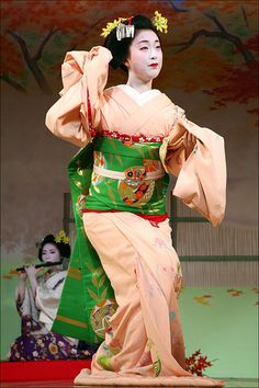M I E H I N A: Kyo Odori | A lovely young maiko