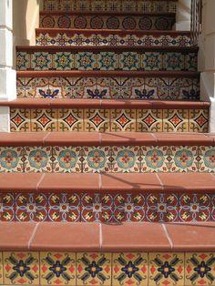 Escaleras de azujejo #Escaleras_decoradas #Decorated_stairs
