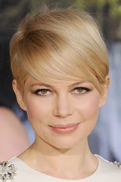 Copy Michelle Williams' perfect '60s crop with sleek bangs brushed to one side. // #CelebrityBeauty #Hairstyles