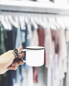 resumo do dia: muito trabalho café e os acessórios da @camilakleinoficial ! #mulheresdoagora #camilaklein   #crieiusei #carolfarina #usocf #dreammakeithappen shopcarolfarina.com.br/