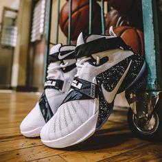 Nike Goes Premium For the Upcoming Nike LeBron Soldier IX Girls Basketball Shoes, Volleyball Shoes, Nike Basketball Shoes, Zapatillas Jordan Retro, Sneakers Fashion, Shoes Sneakers, Nike Boots, Baskets, Melissa Shoes
