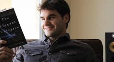 Federer con expresión orgásmica (cof cof súper posada cof cof)   Ir a la nota: https://zonadecronopios.com/2016/08/04/atletas-leyendo/