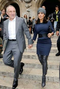 Salma Hayek and husband. Winter Outfits, Cool Outfits, Casual Outfits, Fashion Outfits, Salma Hayek Style, Terno Slim, Selma Hayek, Mode Style, Divas