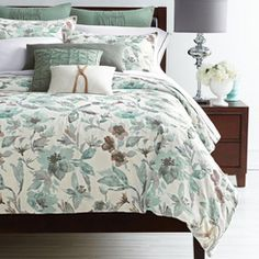 Revitalize your bedroom with this stylish and timeless Croft & Barrow comforter set. Damask Bedding, Floral Comforter, Comforter Sets, How To Clean Pillows, Guest Bed, Guest Room, Online Furniture, Duvet Cover Sets, Comforters