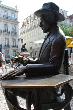 Fernando Pessoa, portuguese Poet from de early XX cent. Cool Places To Visit, Places To Travel, Places To Go, Statues, Visit Portugal, Voyage Europe, Destinations, Medieval Castle, Cliff Diving