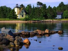 Bette Grise Lighthouse - Lake Superior - Upper Peninsula Michigan (154 pieces)