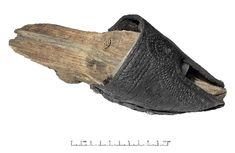 """Patynka/Patten """"Każdy krok zostawia ślad"""". Obuwie historyczne ze zbiorów Muzeum Archeologicznego w Gdańsku/Exhibition """"Every step leaves a trace"""" Historic footwear in Archeological Muzeum in Gdańsk."""