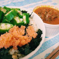 簡単ごはん。 オクラと明太子を たっぷりの海苔の上に乗せて。  こんなご飯にはお味噌! かと思いきや、  トマトの水分でつくった、 トマトとピーマンのスープ。  肌寒くなってきたし、  ぽかぽかスープがすっごく美味しい❤️ 明日は金曜日!  大好きな千恵さんと飲みだー! いまから楽しみ(❁´ω`❁) #明太子 #オクラ #博多 #トマト #スープ #ピーマン #おうちごはん #一人暮らし #手作り #自己満 #yum #yummy #instagood #instacook #instadaily #tomato #tomatosoup #soup