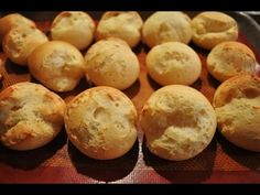 Pan de yuca como lo hace mi mamá - YouTube Yuca Recipes, Gluten Free Recipes, Bread Recipes, Baking Recipes, Spanish Bread, Colombian Food, Colombian Recipes, Grain Free Bread, Savory Muffins
