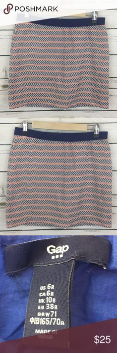 "GAP Women's Cotton Skirt Size 6 Zip Back GAP Women's Cotton Skirt Size 6 Zip Back Stretch Waistband Geometric Print  Lined  100% cotton  waist 14 1/2"" length 15 1/2""  inventory oc15 GAP Skirts A-Line or Full"