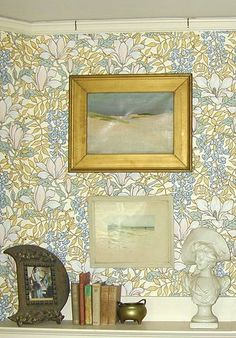 The technology of hanging pictures has changed greatly over the years. Depending on when your home was built, the method of hanging pictures will vary. Photo Shelf, Photo Wall, Picture Rail Molding, Victorian Pictures, Plaster Walls, Industrial Farmhouse, Hanging Pictures, Victorian Homes, Old Houses
