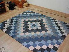 New ideas crochet rug fabric ideas Denim Quilts, Denim Quilt Patterns, Blue Jean Quilts, Patchwork Jeans, Bag Patterns, Tie Quilt, Denim Crafts, Recycle Jeans, Fabric Rug