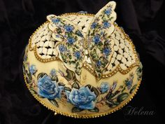 Egg Art Blue Rose by Helena Kim Ju-s.jpg