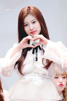181111 Yeongdeungpo fan signing #izone #hyewon Beautiful Girl Image, Beautiful Asian Girls, Kpop Girl Groups, Kpop Girls, Sana Momo, Japanese Girl Group, Kim Min, Pledis Entertainment, The Wiz