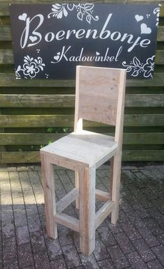 Barkruk met leuning   Bartafels & Krukken   boerenbonje Diy Furniture Building, Cafe Furniture, Diy Furniture Projects, Woodworking Projects, Tall Stools, Things To Do At Home, Bar Height Table, Reclaimed Wood Furniture, Home Decor Kitchen