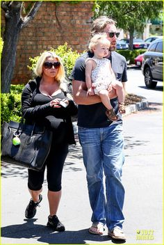 Jessica Simpson And Eric Johnson Take Maxwell Out For Lunch On May 19 2013 Jessica