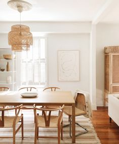 Image may contain: table and indoor via Wood Interior Design, Interior Styling, Dining Room Inspiration, Home Decor Inspiration, Rooms Home Decor, Room Decor, Style Deco, Dining Room Design, Home Fashion