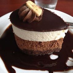Prăjitura Madagascar e gata în câteva minute, fără coacere! Încearcă un desert simplu, cu un gust minunat No Bake Desserts, Just Desserts, Dessert Recipes, Baby Food Recipes, Sweet Recipes, Cookie Recipes, Romanian Desserts, Little Chef, Cream Cheese Recipes