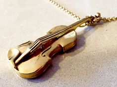 Violin Pendant, manufactured with 3d printing in gold-plated brass.