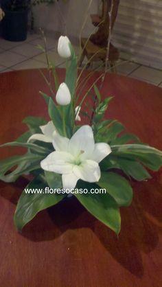 Modern Floral Arrangements, Flower Arrangement Designs, Ikebana Flower Arrangement, Church Flower Arrangements, Rose Arrangements, Church Flowers, Christmas Arrangements, Beautiful Flower Arrangements, Floral Centerpieces