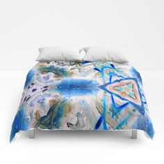 Blue triangle with the mark Comforters