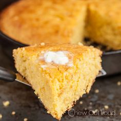 Sweet Honey Cornbread I made this the other day to pair with chili. This cornbread was delicious! I really think it is the best cornbread, I've ever had. It tastes best when fresh. Sweet Cornbread Muffins, Honey Cornbread, Skillet Cornbread, Cornbread Recipes, Cornbread Salad, Homemade Cornbread, Corn Muffins, Cornbread Dressing, Roasted Pork Tenderloins