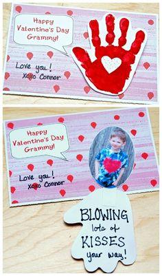Handprint Valentine's Day Card - Blowing Kiss Your Way - pour donner aux parents