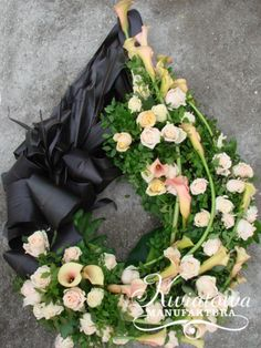 Goutte Funeral Flower Arrangements, Funeral Flowers, Grave Decorations, Ikebana, Holidays And Events, Flower Power, Magnolia, Fall Decor, Floral Wreath