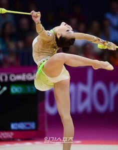 Gymnastics Flexibility, Acrobatic Gymnastics, Gymnastics Pictures, Gymnastics Girls, Athletic Girls, Female Gymnast, Character Poses, Contortion, Sports Stars