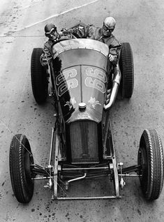 """Vintage Cars Classic Back in """"the day . Old Race Cars, Old Cars, Auto Peugeot, Old School Motorcycles, Vintage Race Car, Vintage Bicycles, Car Car, Courses, Chevy Trucks"""
