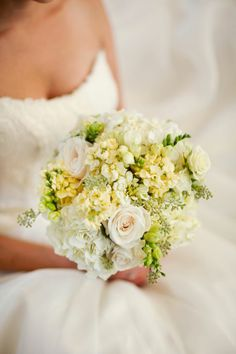 White bouquet | Photo by Pepper Nix