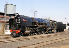 Class at Reefsteamers depot in Germiston Locomotive Engine, Steam Locomotive, South African Railways, Old Trains, Train Pictures, Train Engines, Steamboats, Steam Engine, Train Tracks