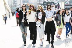 Squad Goals Crop tops street style at Seoul Fashion Week Korean model army Seoul Fashion, Korean Street Fashion, Korea Fashion, Asian Fashion, Trendy Fashion, Fashion Models, Top Street Style, Model Street Style, Korean Fashionista