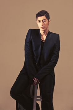 Kim Hyun Joong    https://en.korea.com/kimhyunjoong/news/kim-hyun-joong-releases-a-necklace-in-collaboration-with-jewelry-designer-justin-davis/