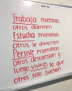 Dreams come true. Inspirational Phrases, Motivational Phrases, Mood Quotes, Life Quotes, Positive Vibes, Positive Quotes, Love Phrases, Spanish Quotes, Sentences