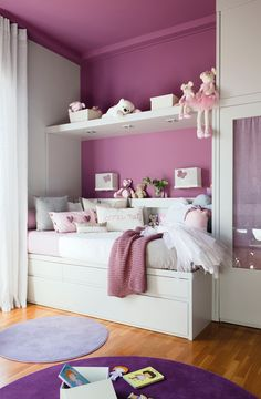 A mucha luz, colores fuertes  Si tu casa tiene mucha luz natural puedes elegir colores más fuertes para las paredes. El violeta es ideal para las habitaciones de niñas.