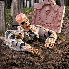 Escape from Grave Zombie Halloween Decor