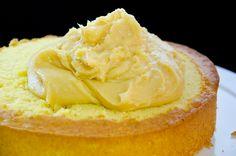 Bizcocho dominicano con crema pastelera