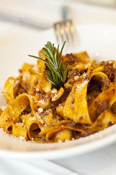 Pappardelle al ragoût di cinghiale: fresh wide ribbon pasta with a sauce of wild boar stewed in tomatoes. #food #tuscany