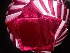 wstążka & spółka: Mój pierwszy tutorial Homade Christmas Ornaments, Handmade Christmas Decorations, Christmas Crafts, Xmas, Coconut Decoration, Diy Gumball Machine, Fabric Balls, Diy Valentines Cards, Ornament Tutorial