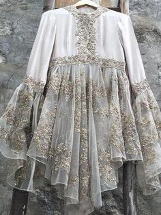indian fashion Modern -- Press Visit link above for more options Pakistani Dress Design, Pakistani Outfits, Indian Outfits, Look Street Style, Mode Hijab, Indian Designer Wear, Indian Dresses, Blouse Designs, Indian Fashion