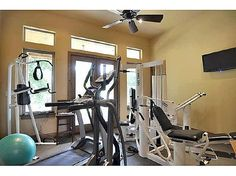 small compact exercise room idea