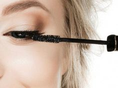 Fehler beim Auftragen von Mascara #SkinCareRoutineFor20S Diy Beauty Hacks, Beauty Hacks For Teens, Best Beauty Tips, Eyelash Extension Course, Eyebrows, Eyeliner, Beauty Routine Planner, Beautycounter Makeup, Eyeshadow Tips