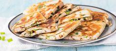 Deze krokante quesadilla's zijn een makkelijke en snelle variatie op de bekende kip kiev.
